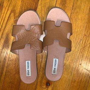 7.5 Steve Madden tan sandals!!